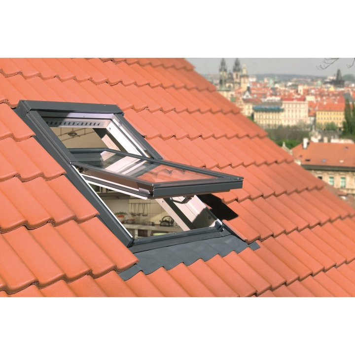Fakro 05 Centre Pivot Roof Window 780 x 980mm (FTP-V U3)
