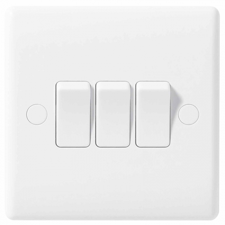 BG Nexus Moulded 3 Gang 2 Way Switch